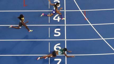 shaunae-miller-se-tira-en-plancha-para-conseguir-un-oro-olimpico